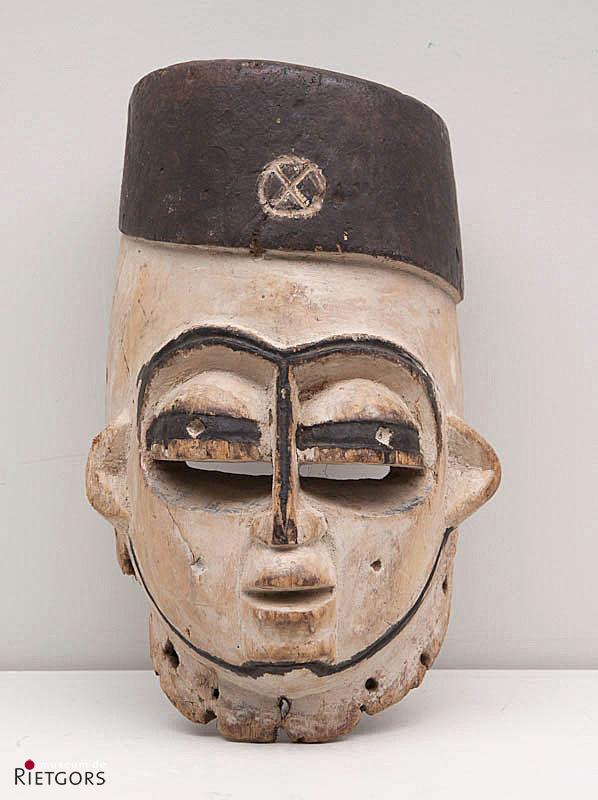 Afrika, Nigeria - Beni-stam. - Een beschilderd houten Dansmasker