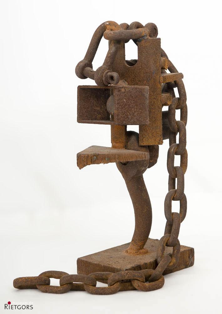 T. Niermeier (1940-2005) - Constructie met ketting