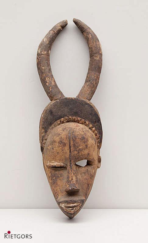 """Afrika, Ivoorkust - Yoruba-Wobé. - """"Een beschilderd houten Dansmasker met hoorns"""""""