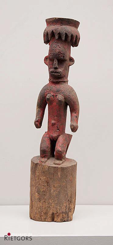 Afrika, Nigeria Ibo - Een beschilderd houten Voorouderbeeld