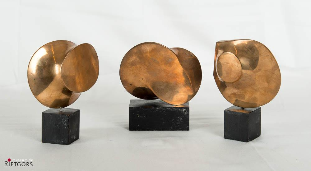 """L. den Arend (1943) - """"Vijf schijven glooiende ronden en halfronden"""""""