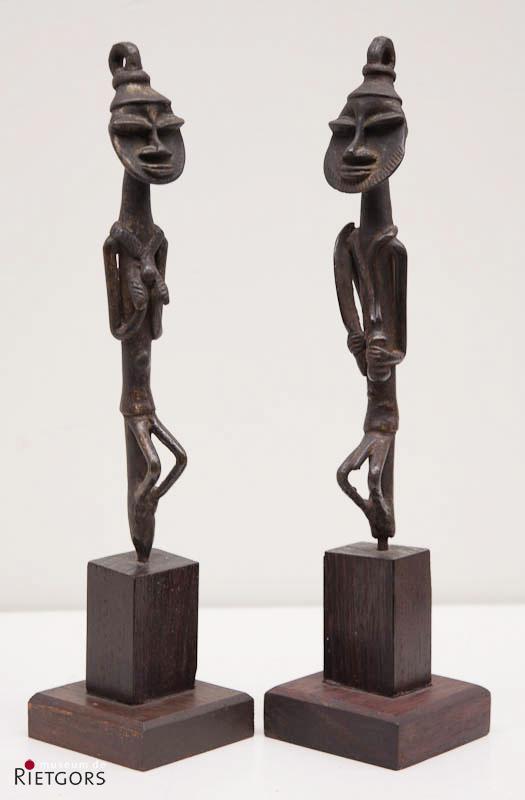 Nigeria, Edan - Een gestileerde Man en Vrouw