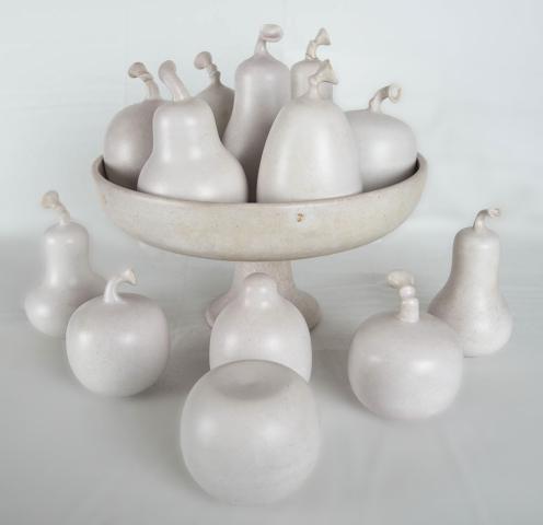 Gert de Rijk (1945) - Fruitschaal met 13 peren. Ges.