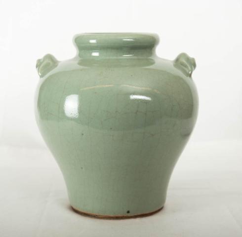"""China, Celadon - """"Een Vaas met ringmaskers als oren. 18e eeuw."""""""